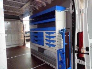 Scaffalaura lato destro con cassetti e valigette estraibili, tre mensole e n portamorsa basculante