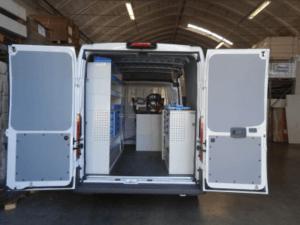 Vista vano di carico ducato con rivestimenti e mobili per trasformare il tuo veicolo in un officina mobile