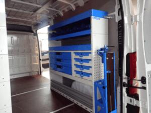 allestimento lato destro con cassettiere porta valigette valigette e scaffalature per furgoni grandi