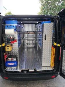 furgone allestimento in alluminio mandorlato per operatore edile