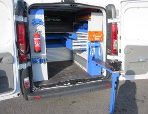 furgone allestito in maniera completa per elettricista